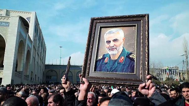 """عشرات الآلاف يتظاهرون في طهران احتجاجا على """"الجرائم"""" الأمريكية"""