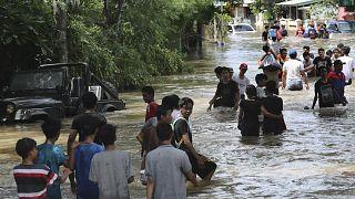 Selin vurduğu Endonezya'da yağmur bulutlarının etkisi 'bulut tohumlama' yöntemiyle azaltılıyor