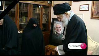 Ajatollah Chamenei besucht Soleimanis Witwe - Trump rechtfertigt Luftangriff
