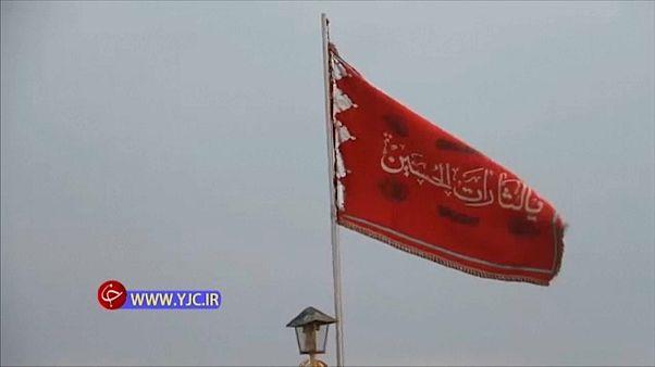 الراية الحمراء فوق مسجد قم في إيران