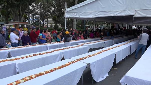 شاهد: طول كعكة الملوك في المكسيك يتجاوز 500 متر