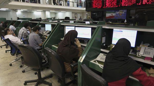 واکنش بازار ایران به کشته شدن سلیمانی؛ افزایش نرخ ارز همزمان با سقوط بورس تهران