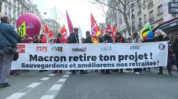 Franceses manifestam-se contra a reforma das pensões
