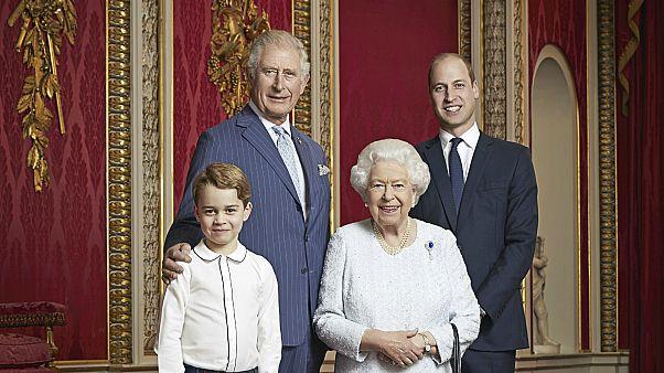 İngiltere Kraliçesi II. Elizabeth ve tahtın 3 varisi bir arada - Aralık 2019