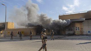 كتائب حزب الله تدعو القوات العراقية إلى الابتعاد عن قواعد تضم جنودا أمريكيين