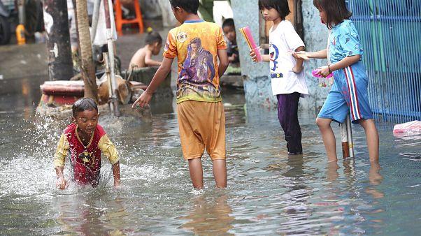 Zahl der Hochwasser-Opfer auf über 60 gestiegen