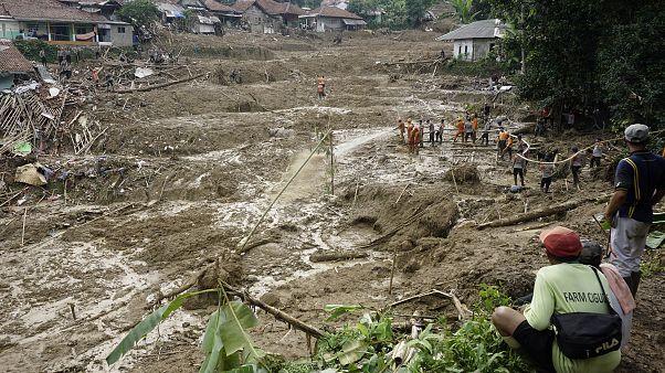 Emelkedett a halálos áldozatok száma Indonéziában