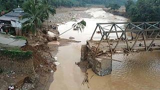 Hochwasser-Schicksal im Kleinformat: Dem Dorf die Brücke weggerissen