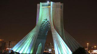 Τεχεράνη: Σόου με λέιζερ για τους ήρωες της μάχης κατά του κοροναϊού