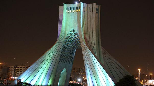 برج آزادي وسط العاصمة الإيرانية طهران،