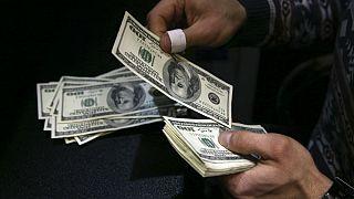 دلار در آستانه ۱۴ هزارتومان؛ وضعیت قرمز بورس تهران به خاورمیانه سرایت کرد