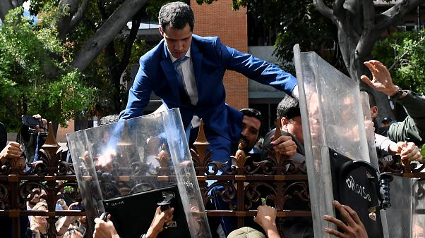 Venezuela: Guaido blocked from congress in 'coup' attempt as impasse deepens