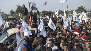 Irak'ta hükümet karşıtları üzerilerine ateş açan Haşdi şabi'ye ait karargahı ateşe verdi
