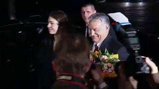 Orbán Viktort kint fütty-, bent gálakoncert várta a prágai operában