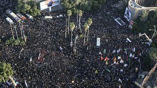 """شاهد: إيران تشيع سليماني في مراسم حاشدة على وقع هتاف """"الموت لأمريكا"""""""