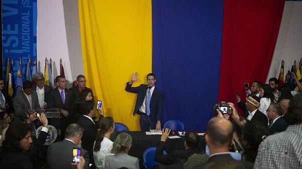 Coup d'état parlementaire au Venezuela, deux présidents pour un parlement