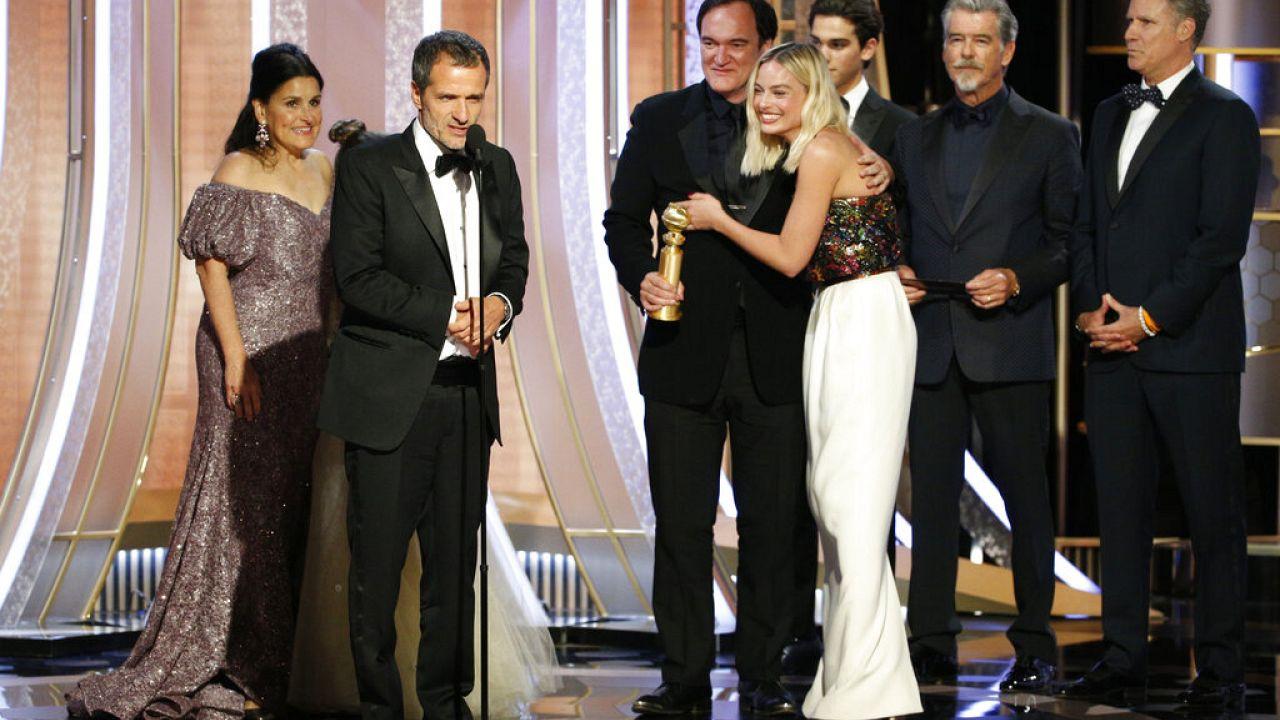 A Volt egyszer egy Hollywood stábja örül a díjnak
