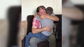 O emotivo reencontro entre Afrim Berisha e o filho cinco anos depois