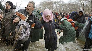 تلاش پناهجویان برای ورود به اروپا