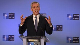 Jens Stoltenberg beszél a NATO-értekezlet utáni sajtótájékoztatón