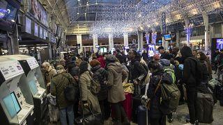 تواصل إضراب عمال النقل في فرنسا