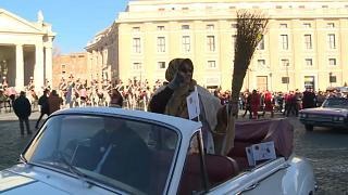Befana ha ayudado a los Reyes Magos repartiendo regalos en Italia