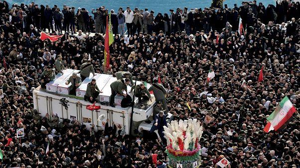 Κηδεία Σουλεϊμανί: Μαζικό «παρών» και συνθήματα κατά των ΗΠΑ