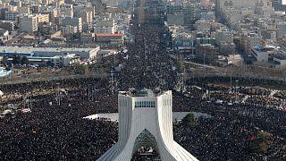 Kasım Süleymani memleketi Kerman'da toprağa veriliyor