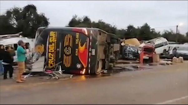 Un terrible accidente de autobús deja 16 fallecidos en Perú