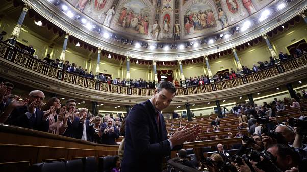 Spanish socialists win MPs' backing for left-wing coalition government, by just two votes