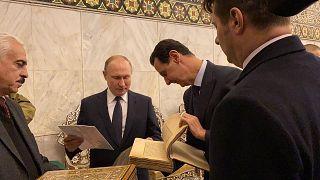Suriye'nin başkenti Şam'a ziyaret gerçekleştiren Rusya lideri Vladimir Putin, Suriye lideri Esad'la Emevi Camii'ni ziyaret etti