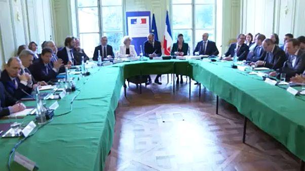 Első forduló: A francia kormány a szakszervezetekkel tárgyalt