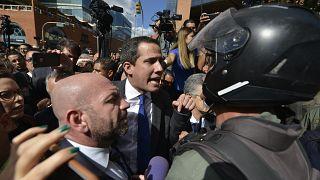 Juan Guaidó retoma el control del Parlamento y se juramenta como presidente encargado