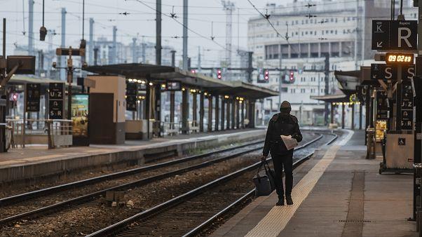 بعد دخول التحرك شهره الثاني .. جولة مفاوضات جديدة حول نظام التقاعد في فرنسا