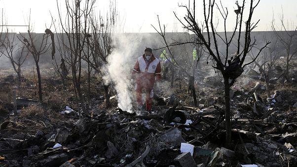 Tahran yakınlarındaki uçak kazası sonrası arama çalışmaları