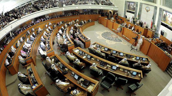 صندوق النقد الدولي يحض الكويت على تطبيق حزمة إصلاحات وفرض ضرائب
