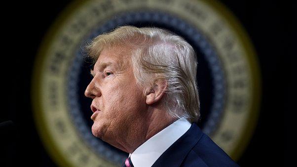 Trump aumenta sanções ao Irão e quer rever acordo nuclear