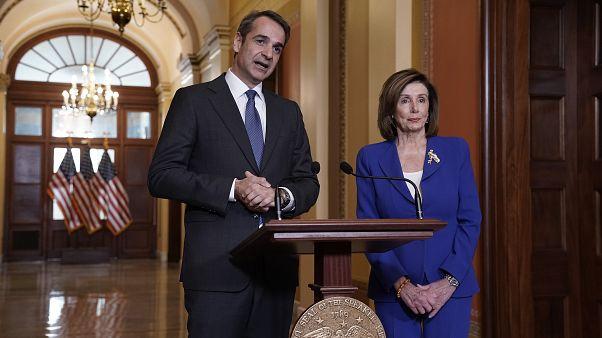 Ο Έλληνας πρωθυπουργός Κυριάκος Μητσοτάκης με την πρόεδρο της Βουλής των Αντιπροσώπων των ΗΠΑ Νάνσι Πελόζι
