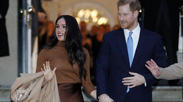"""الأمير هاري وزوجته ميغان """"يتخليان عن الملكية"""" وبيان من قصر بكنغهام للرد"""