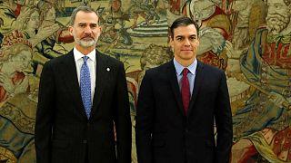 Le roi d'Espagne Felipe VI et Pedro Sanchez, lors de la cérémonie de prise en main du poste de chef de gouvernement au palais de la Zarzuela, à Madrid le 8 janvier 2020.