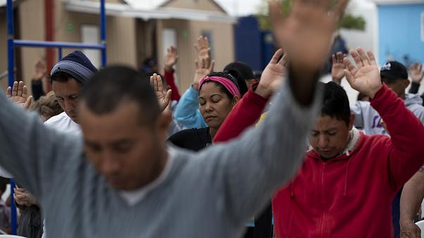 در چند متری مرز آمریکا؛ پناهجویی گلوی خود را روی پل «ریوگراند» برید