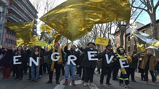 """Mouvement contre la réforme des retraites : un """"test"""" pour Emmanuel Macron"""