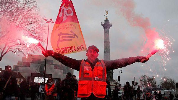 فرانسه؛ بیش از یکماه اعتصاب و حضور دوباره مخالفان دولت در خیابان