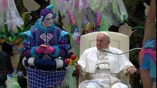 Papa Francis, Vatikan'da Aqua Sirki'ni ağırladı