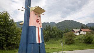 شاهد: إحراق تمثال خشبي لترامب في مسقط رأس زوجته ميلانيا في سلوفينيا