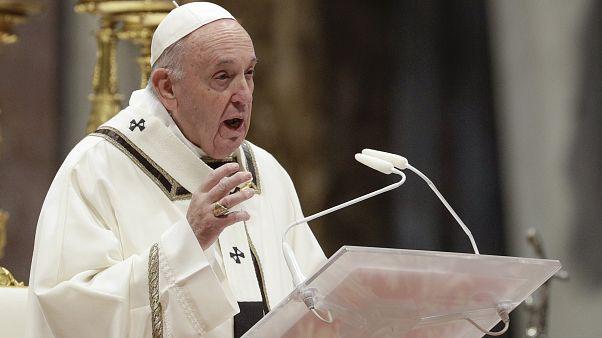 البابا خلال قداس في الفاتيكان