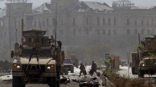 مقتل قائد من طالبان مع مقاتلين آخرين في غارة جوية أمريكية