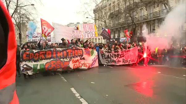 مظاهرات حاشدة في باريس تنديداً بإصلاحات أنظمة التقاعد المقترحة من الحكومة