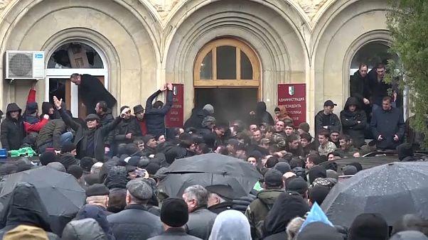 Sturm auf abchasischen Präsidentenpalast