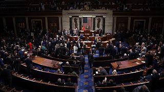 مجلس نمایندگان آمریکا طرح محدود کردن اختیار ترامپ برای حمله به ایران را تصویب کرد